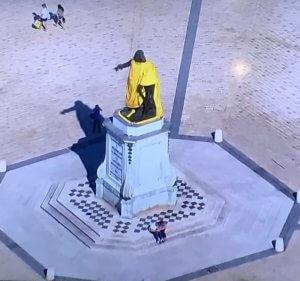 マイヨジョーヌ銅像